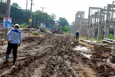 Cận cảnh Dự án 5.000 tỷ ngập bùn đất - 3