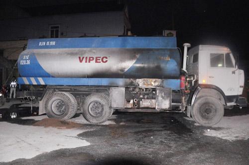 Gặp tài xế cứu cây xăng khỏi thảm họa - 2