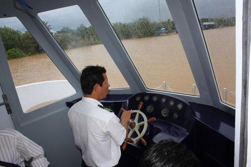 Cận cảnh tàu cánh ngầm hai thân của Việt Nam - 6