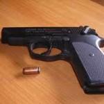An ninh Xã hội - Công an viên rút súng bắn một thanh niên