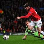 Bóng đá - Rooney lý giải không chuyền cho Persie