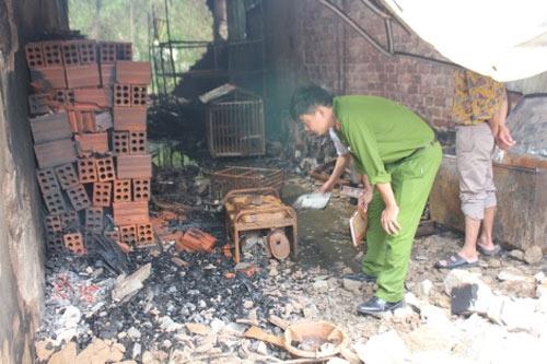 Cửa hàng gas bị thiêu rụi sau tiếng nổ lớn - 1