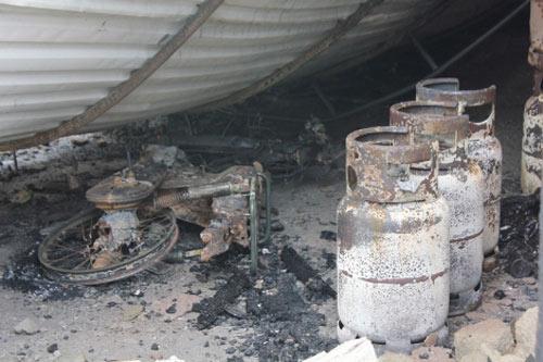 Cửa hàng gas bị thiêu rụi sau tiếng nổ lớn - 3