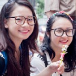Bạn trẻ - Cuộc sống - Cặp hot teen xinh đẹp trên phố Trung thu HN