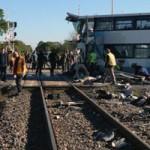 Tin tức trong ngày - Canada: Xe bus đâm tàu hỏa, 6 người chết thảm