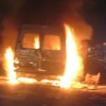 Tin tức trong ngày - Đang chạy, xe khách 16 chỗ bốc cháy dữ dội