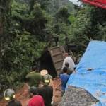 Tin tức trong ngày - Tai nạn trên đèo, 2 vợ chồng bị đá vùi chết