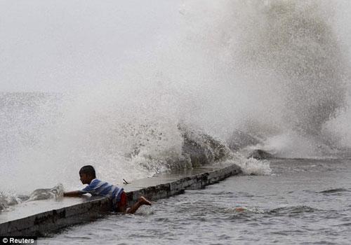Siêu bão Usagi tàn phá Philippines, Đài Loan - 8