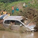 Tin tức trong ngày - Ô tô bị lũ cuốn: Tìm thấy 4 nạn nhân