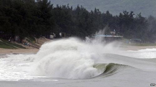 TQ: Siêu bão Usagi càn quét, 25 người chết - 2