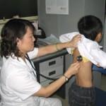 Sức khỏe đời sống - Viêm khớp ở trẻ em: Phát hiện muộn, dễ tàn phế