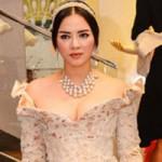 Thời trang - Lý Nhã Kỳ mang trang sức gần 3 tỷ