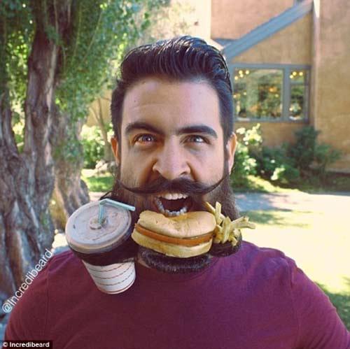 Người đàn ông có kiểu râu kỳ lạ - 2