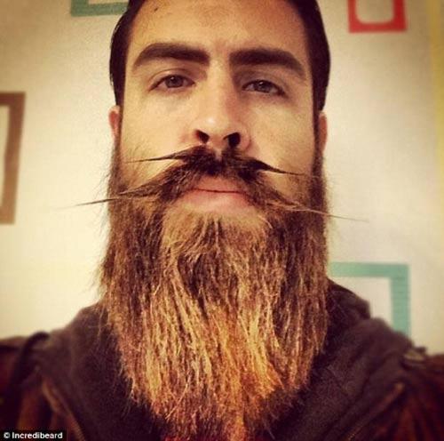 Người đàn ông có kiểu râu kỳ lạ - 11