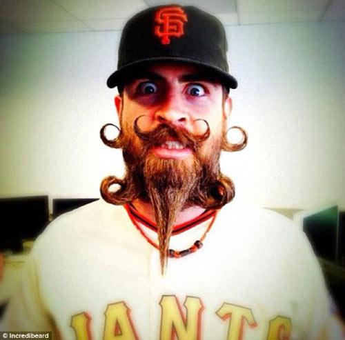 Người đàn ông có kiểu râu kỳ lạ - 12