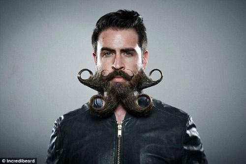 Người đàn ông có kiểu râu kỳ lạ - 13