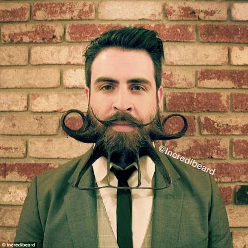 Người đàn ông có kiểu râu kỳ lạ - 8