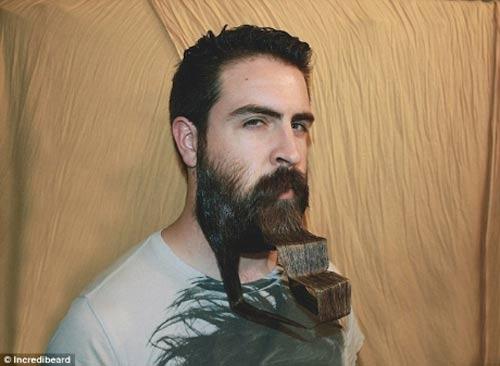 Người đàn ông có kiểu râu kỳ lạ - 9
