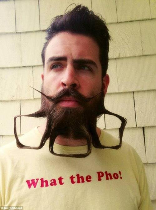 Người đàn ông có kiểu râu kỳ lạ - 10