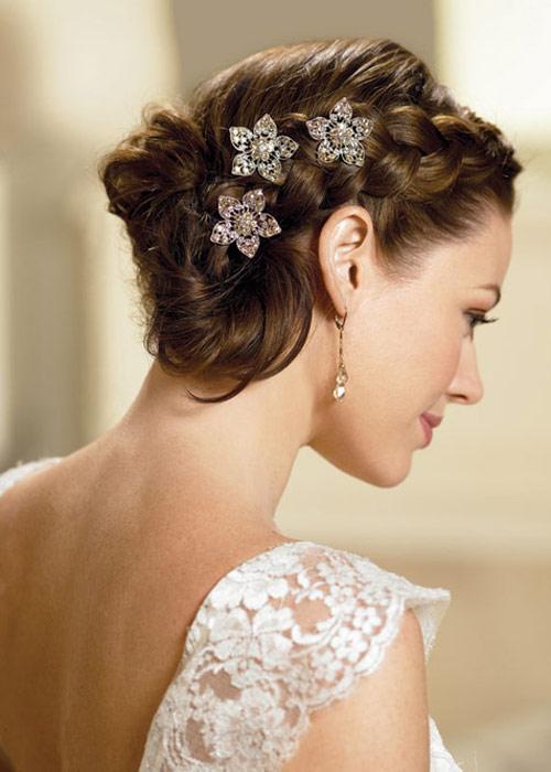 Nàng dâu trẻ trung hơn với hoa cài tóc - 1