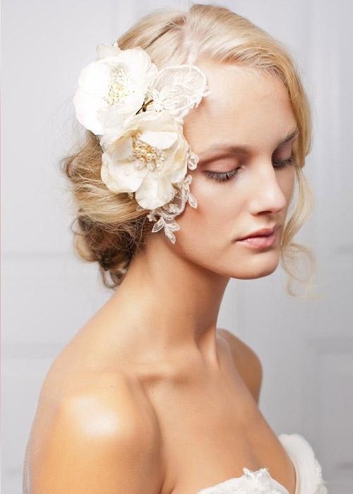 Nàng dâu trẻ trung hơn với hoa cài tóc - 11