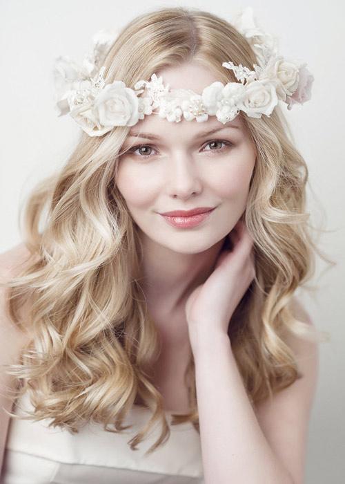 Nàng dâu trẻ trung hơn với hoa cài tóc - 12