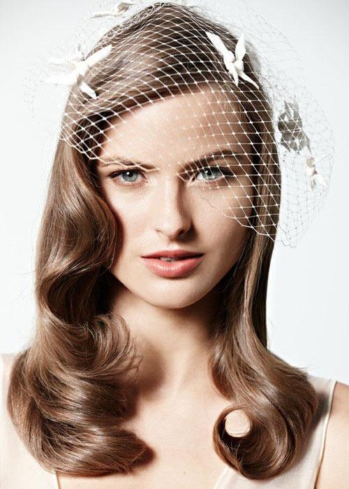 Nàng dâu trẻ trung hơn với hoa cài tóc - 13
