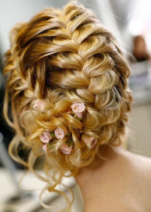 Nàng dâu trẻ trung hơn với hoa cài tóc - 3