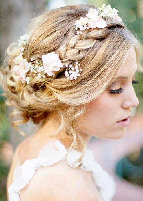 Nàng dâu trẻ trung hơn với hoa cài tóc - 4