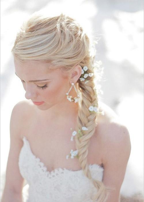 Nàng dâu trẻ trung hơn với hoa cài tóc - 5