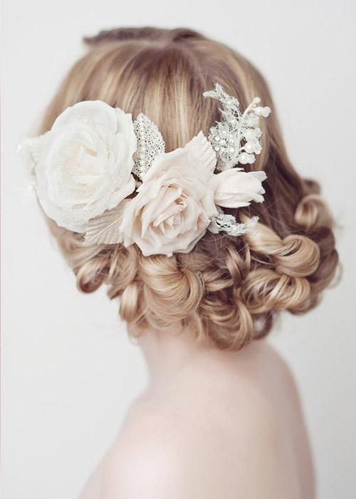 Nàng dâu trẻ trung hơn với hoa cài tóc - 8