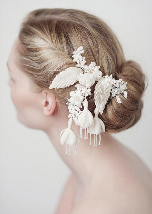 Nàng dâu trẻ trung hơn với hoa cài tóc - 10