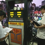 Thị trường - Tiêu dùng - Giá xăng vẫn tăng nhiều, giảm ít
