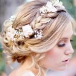 Nàng dâu trẻ trung hơn với hoa cài tóc