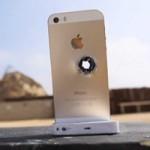 """Thời trang Hi-tech - iPhone 5S màu vàng bị """"hành"""" bằng súng trường"""
