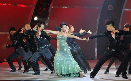Đoan Trang bầu bí vẫn nhảy giày cao gót - 5