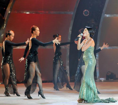 Đoan Trang bầu bí vẫn nhảy giày cao gót - 9