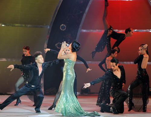 Đoan Trang bầu bí vẫn nhảy giày cao gót - 12