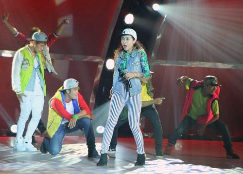 Đoan Trang bầu bí vẫn nhảy giày cao gót - 15