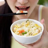 Ăn cơm quá nhanh không tốt cho dạ dày