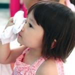 Dịch đau mắt đỏ: Làm gì để không lây?