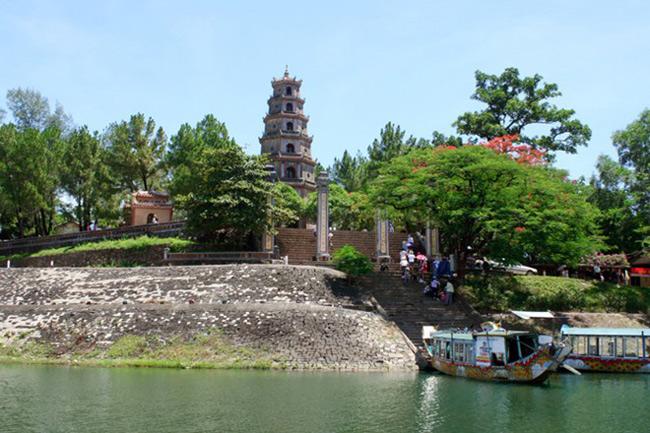 Với cảnh đẹp tự nhiên và quy mô rộng lớn, chùa Thiên