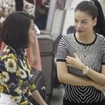 Phim - Trương Ngọc Ánh, Vân Trang gây chú ý ở sân bay