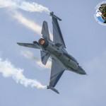 Tin tức trong ngày - Chiến đấu cơ nhào lộn ngoạn mục tại triển lãm hàng không