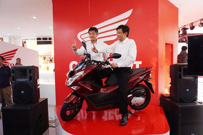 Công ty PT Astra Honda Motor (AHM) - chi nhánh liên doanh giữa công ty Indonesia PT Astra International và hãng Nhật Bản Honda Motor Co vừa chính thức công bố mẫu xe mới Honda PCX 150. Xe tay ga mới được xếp ở phân khúc cao cấp với thiết kế thanh lịch và sang trọng hơn phiên bản trước.