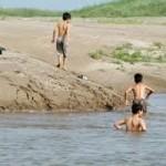 Tin tức trong ngày - Rủ nhau tắm hồ, 3 anh em ruột chết đuối thương tâm
