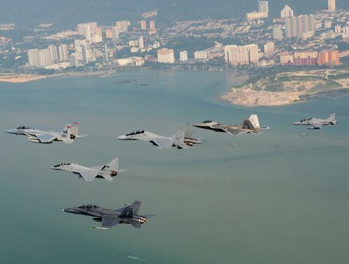 Mỹ điều chiến đấu cơ F-22 tới Đông Nam Á, TQ lo ngại - 1
