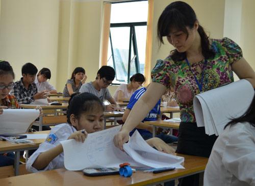 Xúc động hình ảnh mẹ cõng con đến trường thi - 3