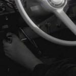 """Phi thường - kỳ quặc - """"Quái xế"""" lái xe bằng chân 160.000 km"""