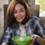 Phim - Minh Hằng khéo léo nấu ăn cho trẻ mồ côi